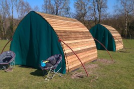 Field shelter with fly nets